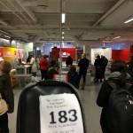 Kl. 1245 er det derimot full trøkk på postkontoret og et dusin mennesker før meg i køen. FML...
