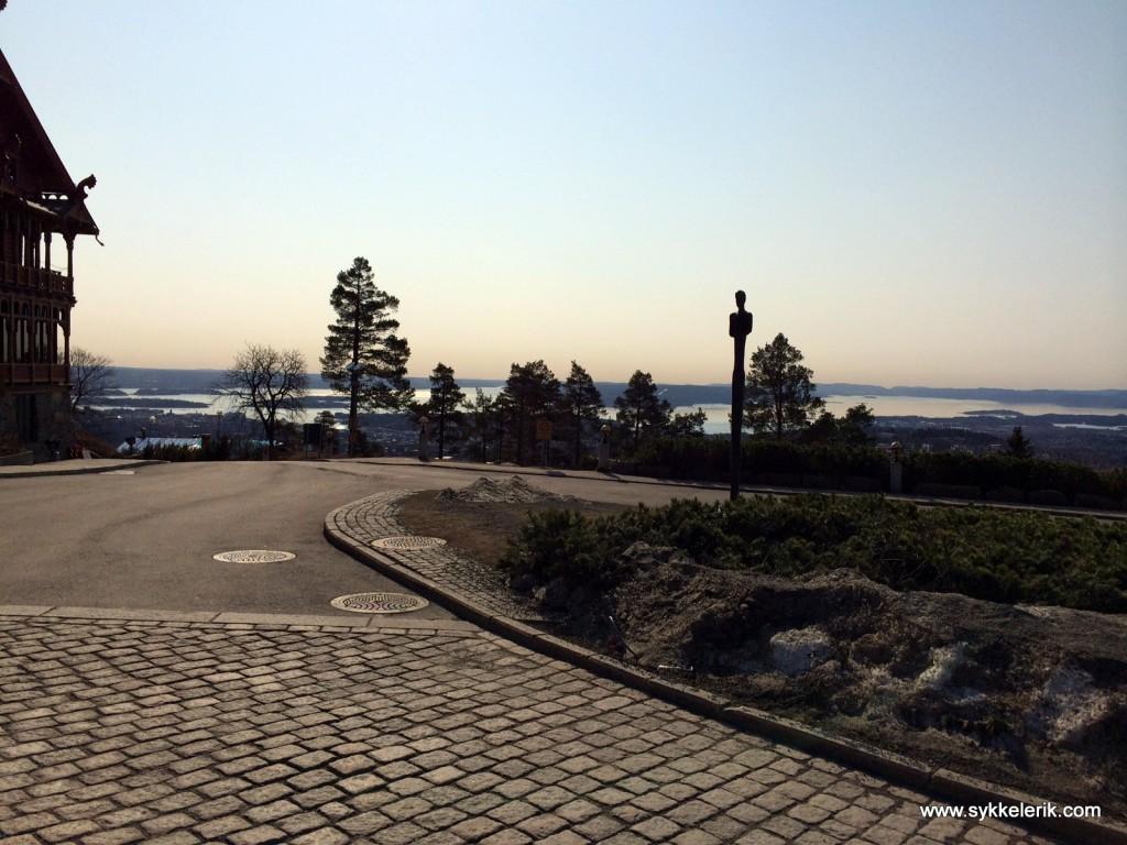 Nydelig utsikt fra ett av Oslos finere tak - Holmenkollen.