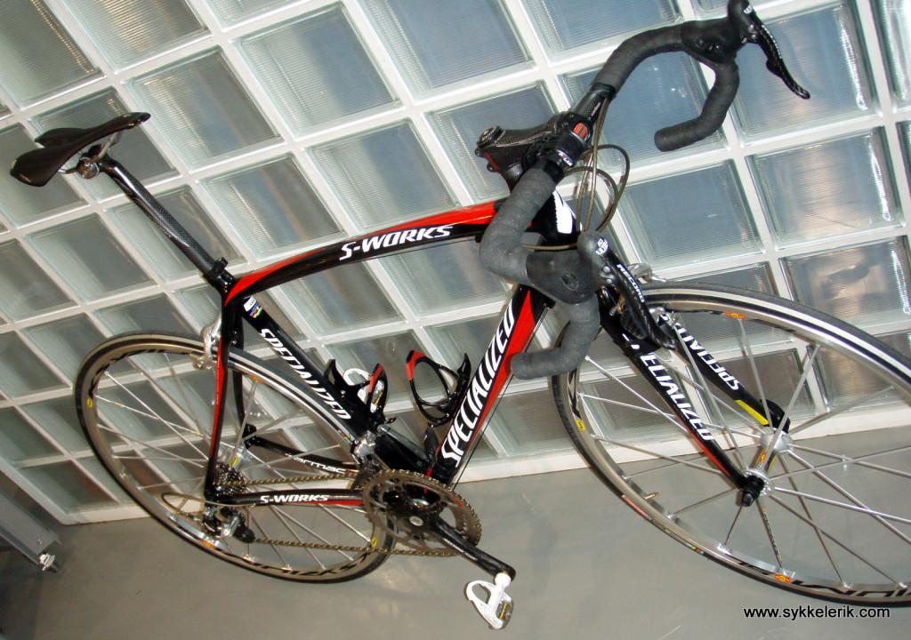 Min første seriøse racersykkel: S-Works Tarmac SL 2006-modell med komplett Campa Record og Mavic Ksyrium SL-hjul.