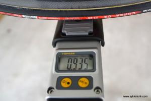 Zipp 303 forhjul målt til 935 gram inkludert dekk og hurtigkobling.