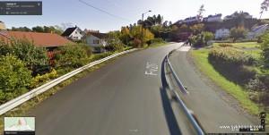 Og sånn ser det ut nedover Laenga mot Vettre ifølge Google Street View.