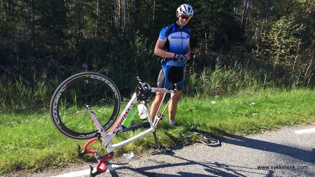 Kjetil har punga med 40 km til mål - og søkte midlertidig asyl på Aremark Pukkverk.