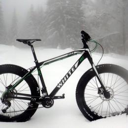 En landeveissyklist tester White 2Fat Lite fatbike