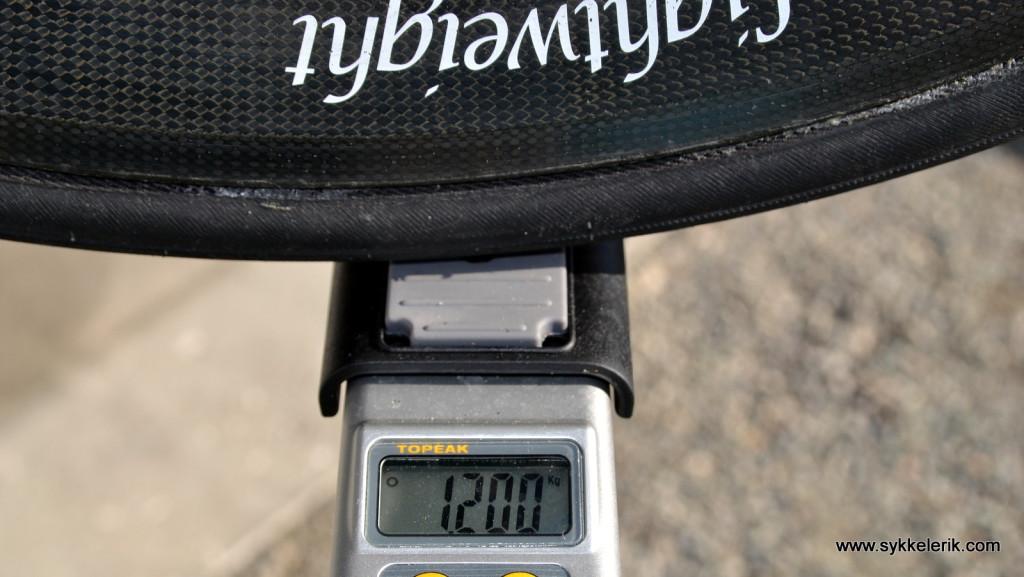 Lightweight Meilenstein bakhjul inkl Ultegra 11-delt kassett (28-11), hurtigkobling og dekk veier 1200 gram.