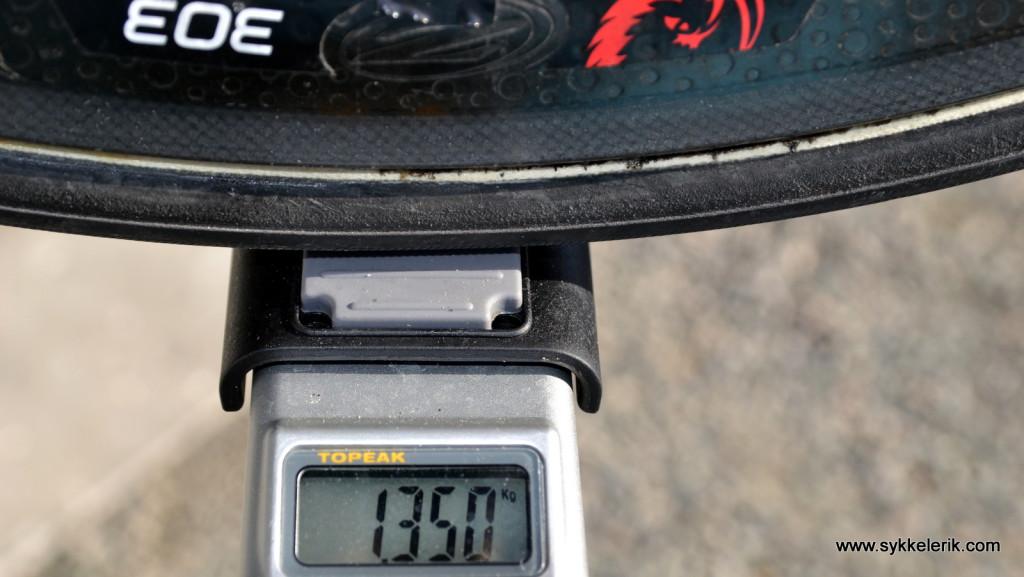 Zipp 303 bakhjul inkl Ultegra 11-delt kassett (25-11), hurtigkobling og dekk veier 1.350 gram.