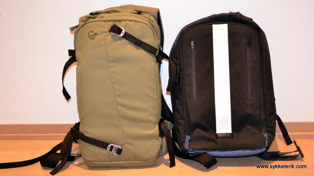 Norrøna Røldal til venstre, Rapha Backpack til høyre. Norrøna har betydelig større lagringsplass, selv om det kanskje ikke ser sånn ut.