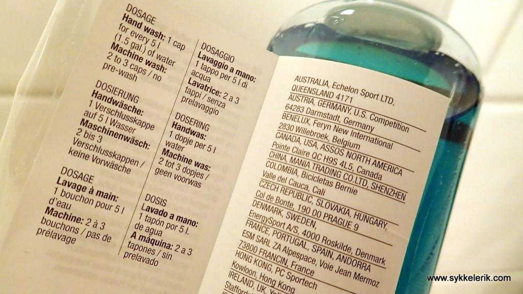 Bruk 50 ml Assos Active Wear Cleanser per vask. Kan brukes til de fleste typer treningstøy.