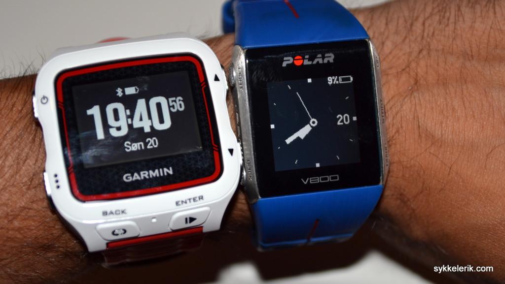 Garmin Foreunner 920XT og Polar V800 side om side på armen.