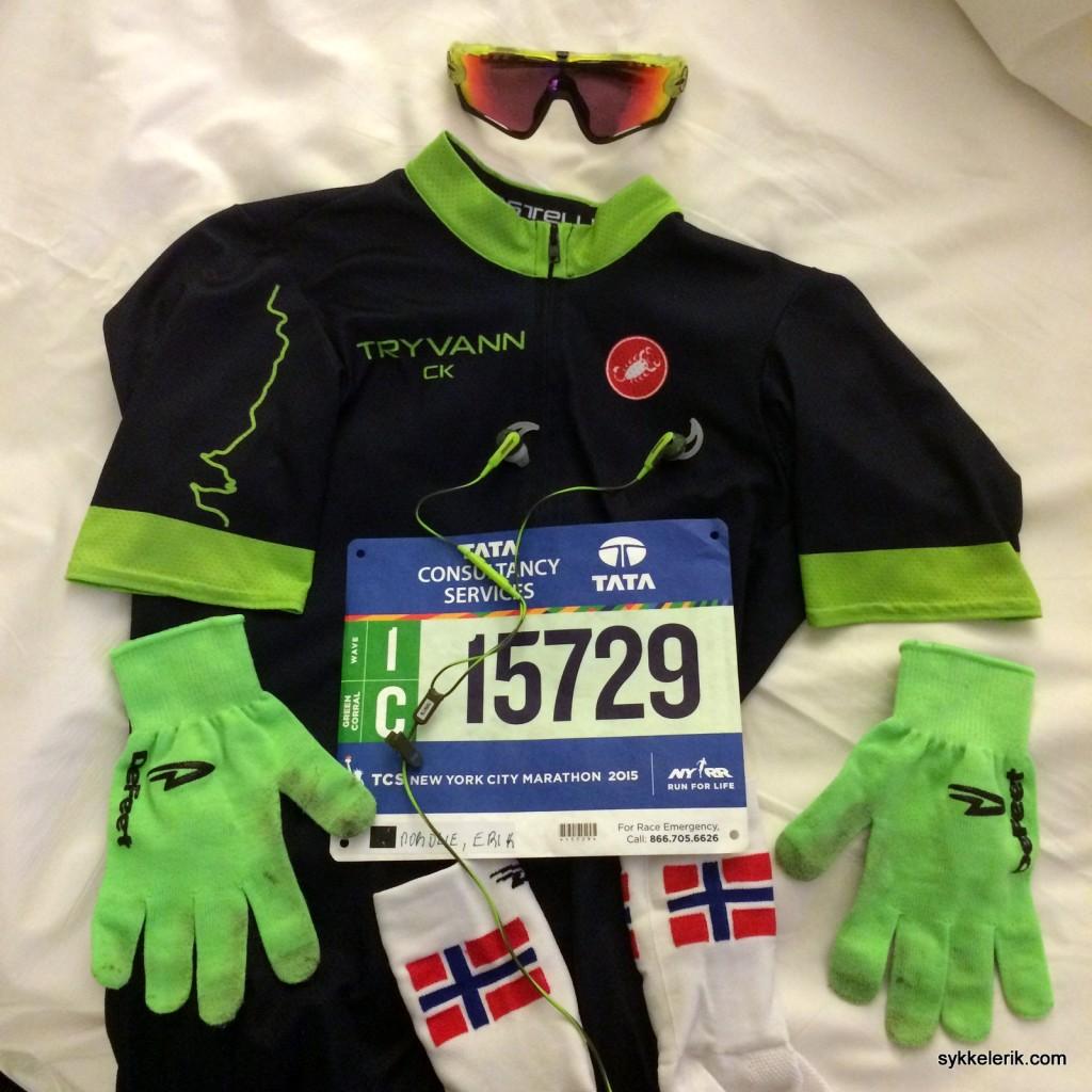 Briller, trøye, hansker, sokker, startnummer og ørepropper - selvfølgelig fargekoordinert - klart til start.