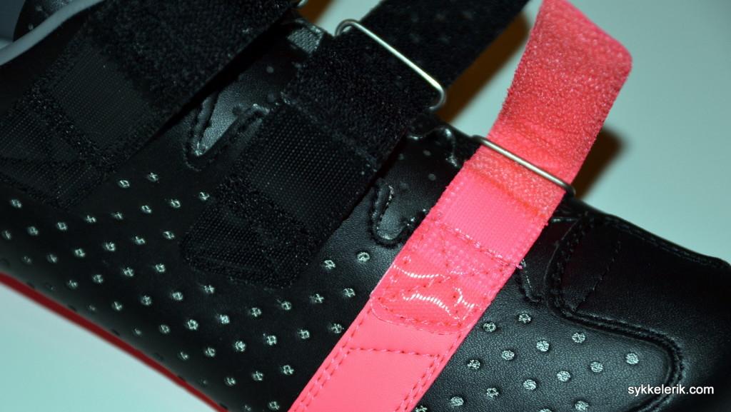 Borrelåsen på Rapha Climber's Shoes. Jeg er veldig spent på hvor godt borrelåsen vil sitte etter lang tids bruk. Time will show!
