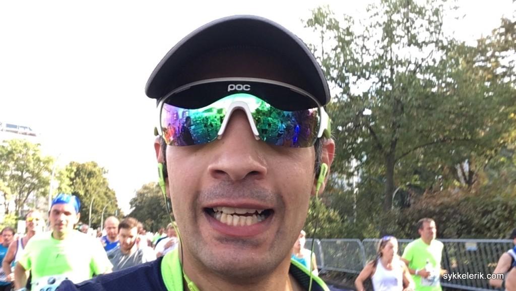 Et forsøk på å smile på selfie gikk i dass da lårene plutselig nektet å være med på leken.