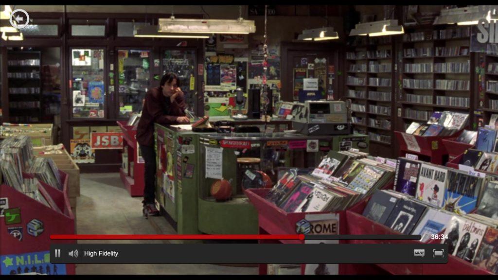 """Platebutikker: En fordums glede og kilde til musikalsk inspirasjon, her illustreret ved en scene fra filmen """"High Fidelity"""" (fra 2000 - boka er bedre!)."""