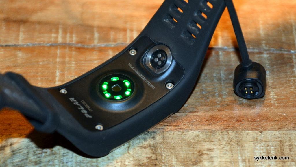 Seks lys på undersiden av Polar M600 er med på å gi en meget god pulsmåling på håndleddet.
